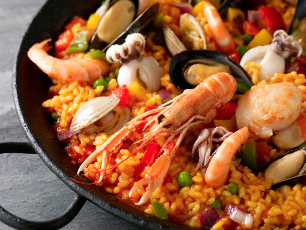 rice with seafood in pan