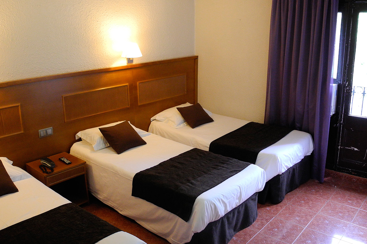 Three single beds in barcelona hotel ramblas